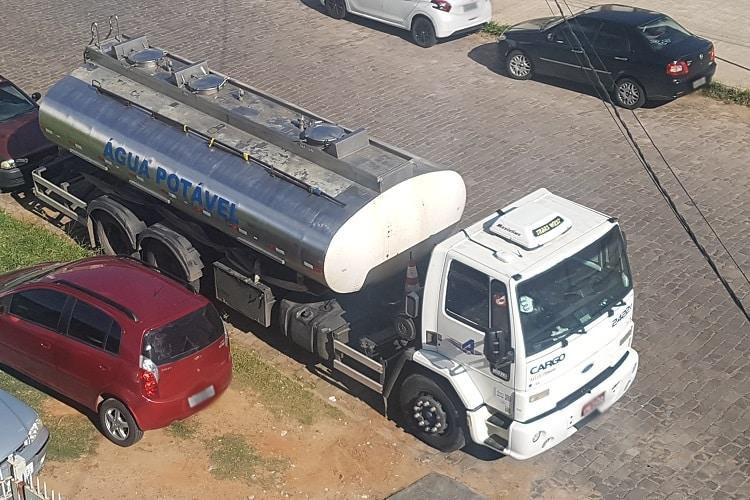 caminhão pipa em porto alegre entrega de água potável para abastecimento